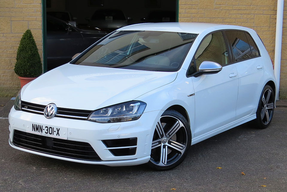 Volkswagen Golf 2.0TSi (300 PS) R 4-Motion Hatchback